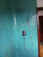 wykonczona-lazienka-kabina-prysznicowa-w-morskim-kolorze